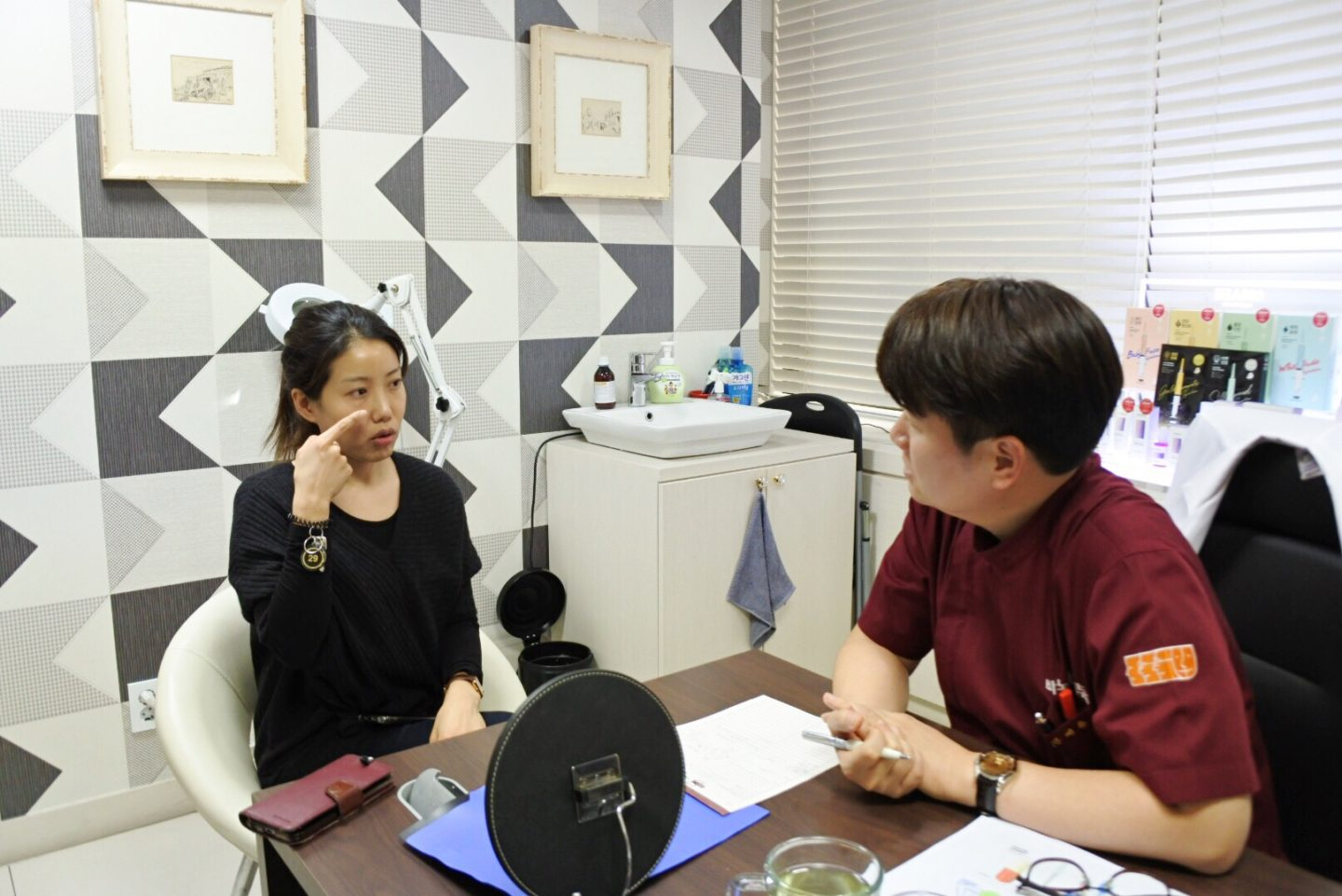 Be Mused Korea founder in skin consultation with Seoul Cosmetic Surgery