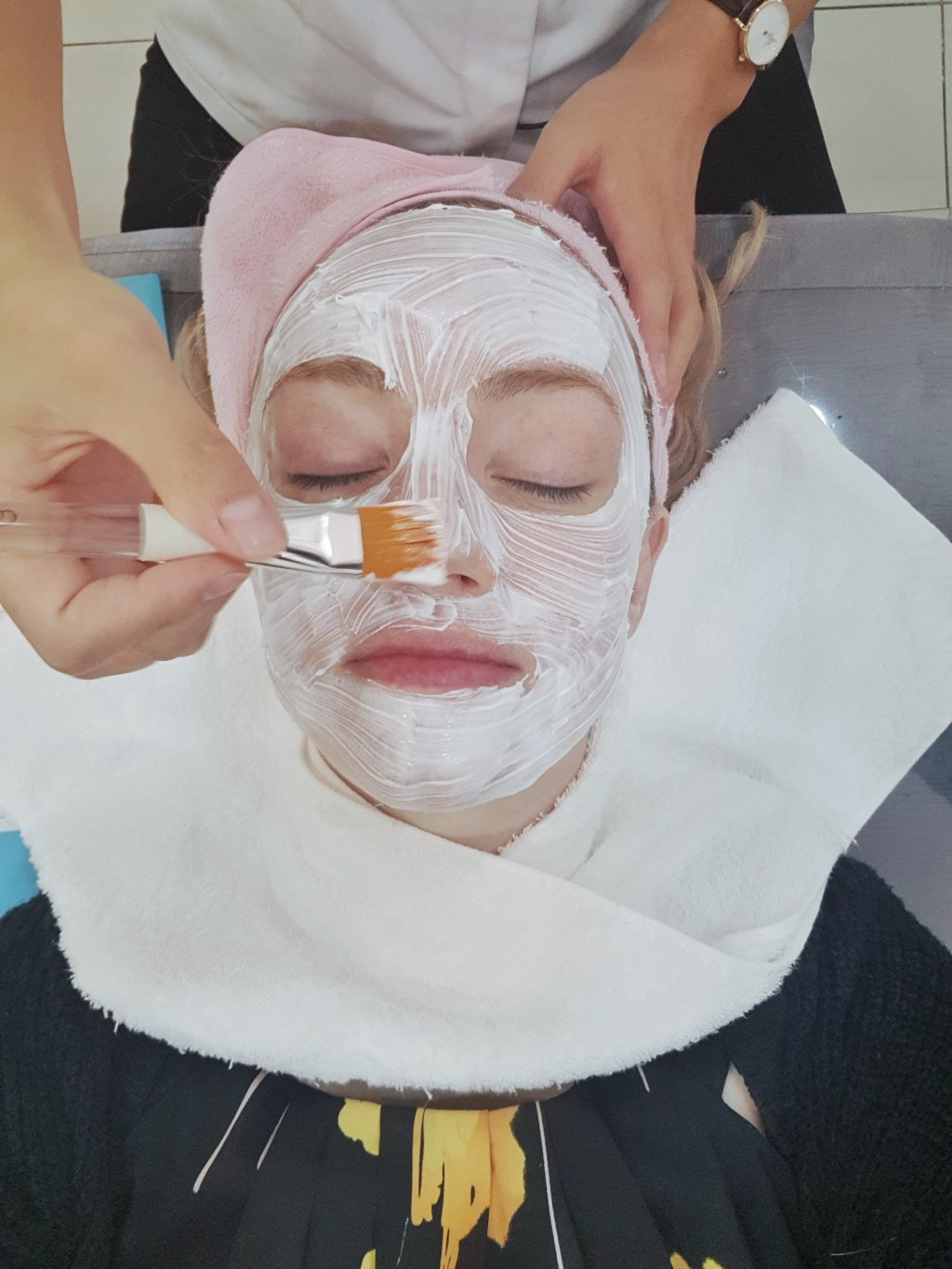 Suki in Seoul receiving numbing cream with Seoul Cosmetic Surgery